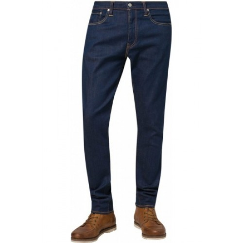A pair of good old 5 pocket jeans can take you from casual Friday to the weekend and the ™ from Levi's® is sure to be a welcome addition. It has a traditional fit that offers a bit more room in the thigh for comfort and a slightly tapered cut for a modern casual look.